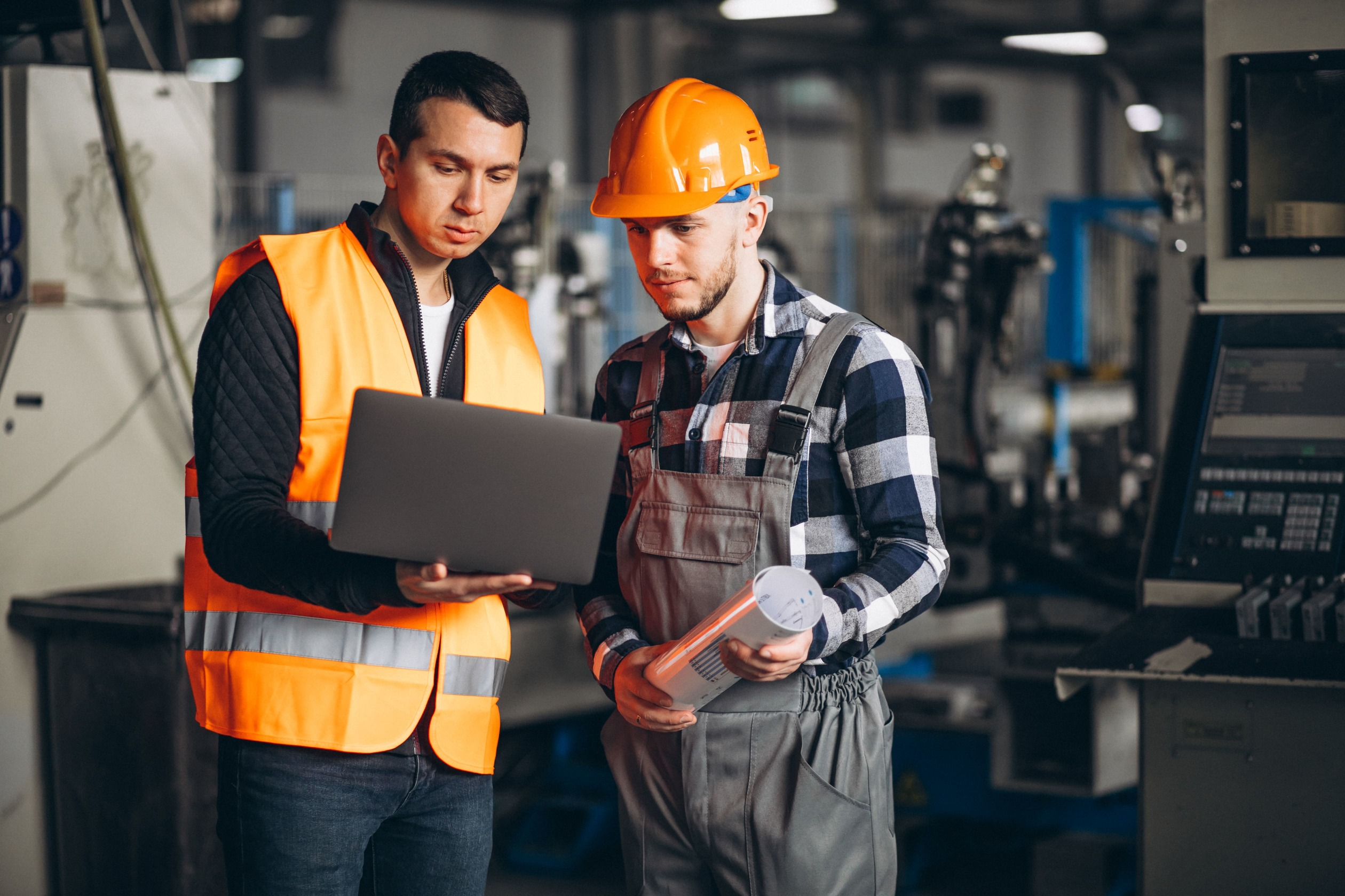 two-colleagues-factory-min_50.jpg